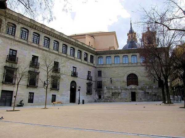 Escuela de Español PLAZA DE LA PAJA